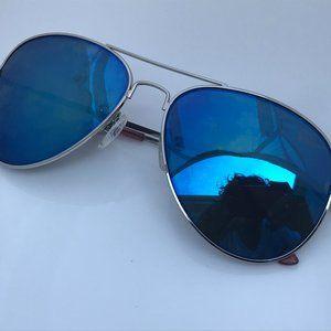 Betsey Johnson Sunglasses Blue Mirror Lenses Silve